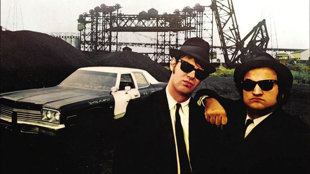 The Blues Brothers (da esq. para dir.): Elwood Blues (Dan Aykroyd) e Jake Blues (John Belushi)