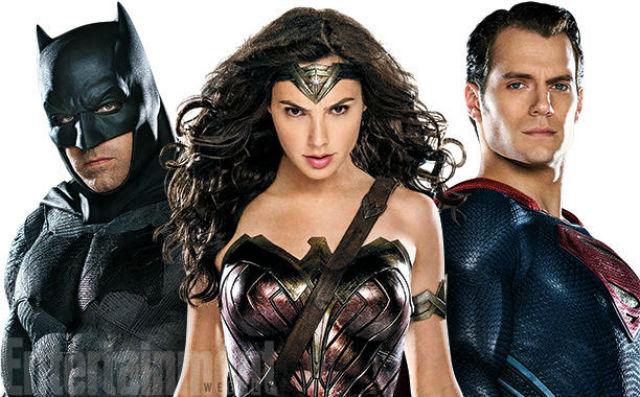Os heróis (esq. à dir.): Batman (Ben Affleck), Wonder Woman (Gal Gadot) e Superman (Henry Cavill)